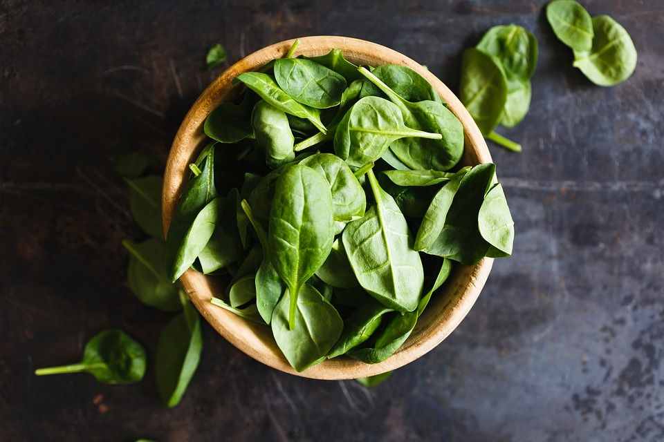 spinach, leafy greens, joint pain