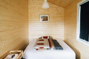bed, bed sheets, postnasal drip